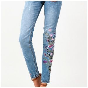 Jella Couture Jeans - NEW! Vintage Washed Distressed Embroidered Jeans